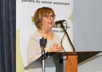 Dr. Marlène Boudreault, conference organizer, discussing diet and cancer.